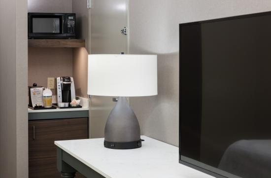 Hilton Garden Inn Sacramento/South Natomas: Refrigerator, Microwave, Keurig