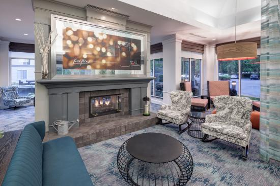 Hilton Garden Inn Sacramento/South Natomas: Newly-Upgraded Hotel Lobby