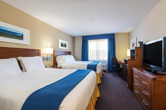 Deer Lake, Canadá: Enjoy a mini-refrigerator and microwave in our Two Queen Bed Rooms