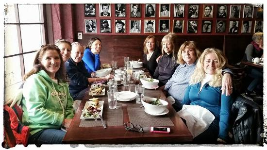 Orillia, Canada: Fantastic BD Lunch with the GFs!