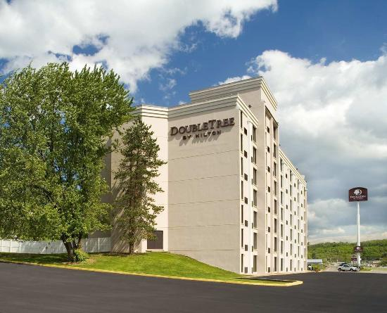 DoubleTree by Hilton Hotel Pittsburgh-Meadow Lands : DoubleTree by Hilton Hotel Pittsburgh - Meadow Lands Exterior