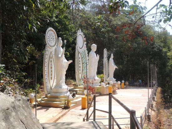 Phan Thiet, Vietnam: Divinités sur l'esplanade