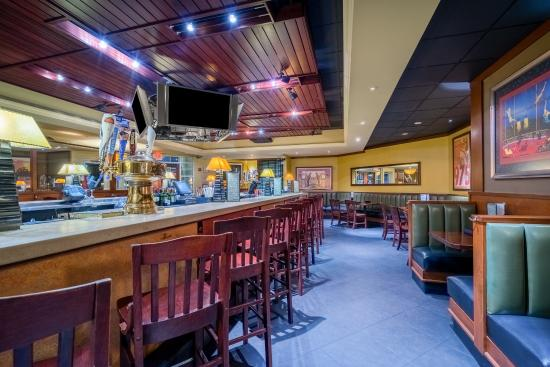 Herndon, VA: Join us for Happy Hour at Houlihans
