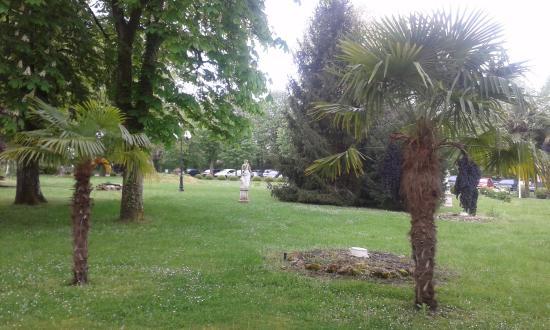 Bazas, Francja: parc devant l'hotel