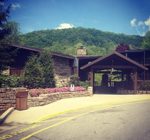 Jenny Wiley State Resort : May Lodge