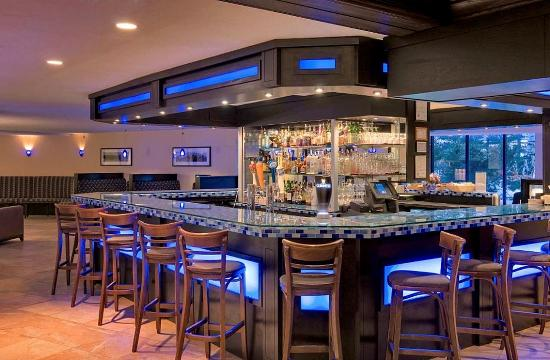 DoubleTree by Hilton Hotel Portland: The Blue Wave Grille