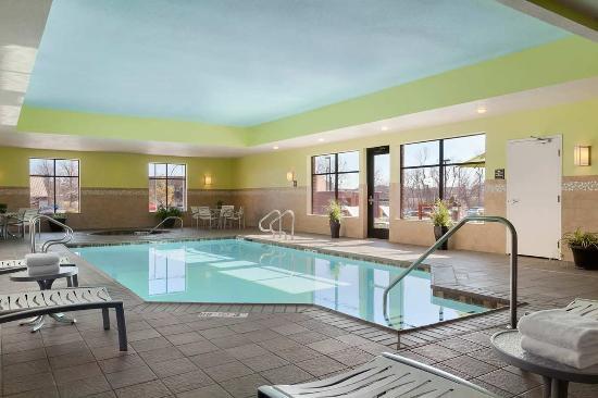 Joplin, MO: Hotel Saltwater Pool