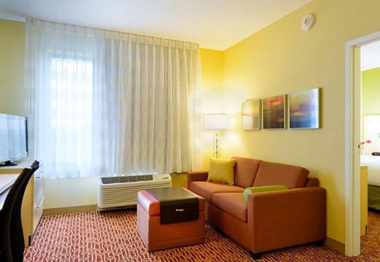 เฟรเดอริค, แมรี่แลนด์: One-Bedroom Suite  Living Area