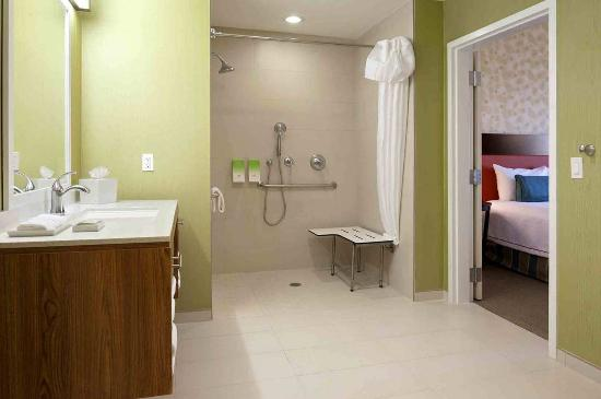 Southaven, MS: Accessible Suites Roll In Shower