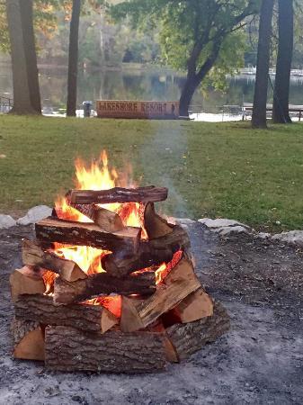 Lakeshore Resort: Bonfire