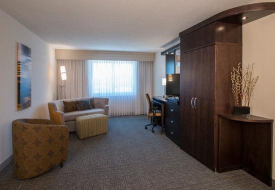 Columbus, MS: One-Bedroom Suite – Living Area