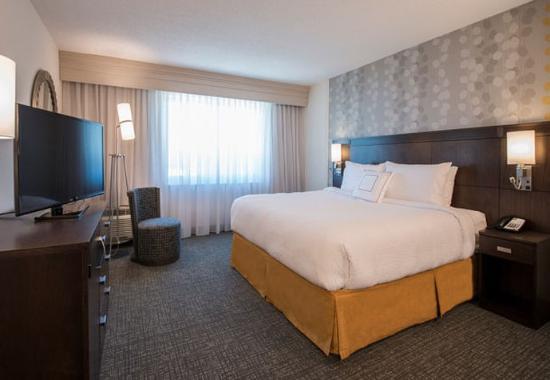 Columbus, MS: One-Bedroom Suite – Sleeping Area