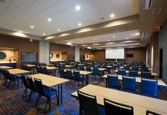 Columbus, MS: Castleberry Meeting Room – Classroom Setup