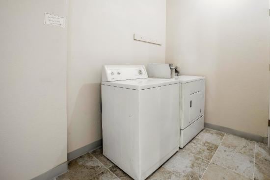 Quality Inn Umatilla: LAUNDRY