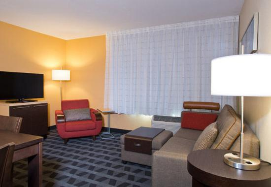 Garden City, KS: Suite Living Area