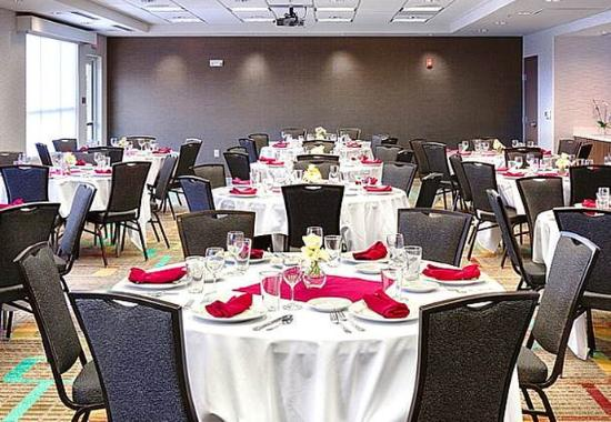 Pullman, WA: Meeting Room – Rounds Setup
