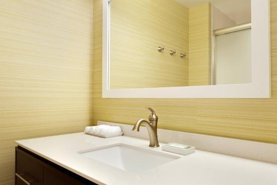 Lehi, UT: Guest Bath