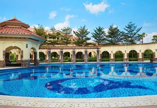 Huizhou, China: Outdoor Pool