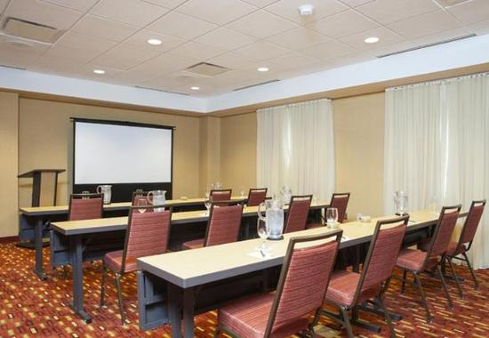 Peoria, IL: Altorfer Meeting Room – Classroom Setup