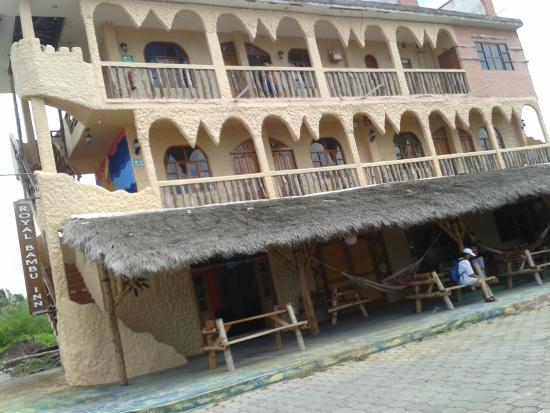 Пуерто-Бакерисо-Морено, Эквадор: EXTERIOR