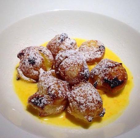 Lamporecchio, Italia: Bignè fritti e caramellati e salsa agli agrumi