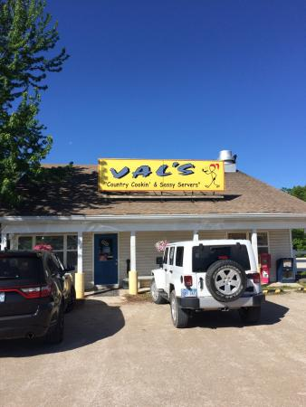 Laurie, MO: Val's Restaurant