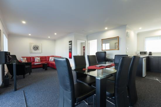 Clifton Court Motel Executive Unit Lounge