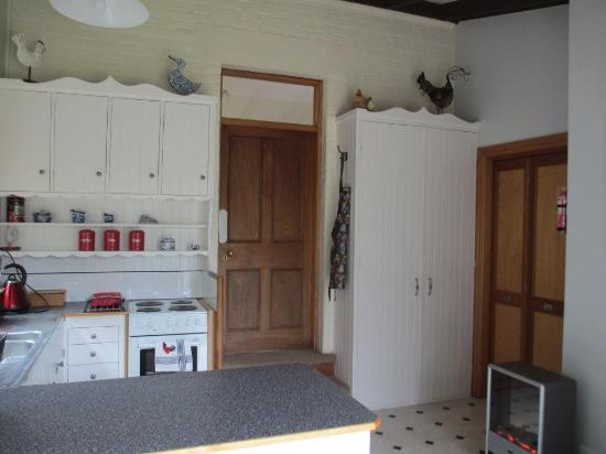 Cottage on Gunning: Fully equipped kitchen