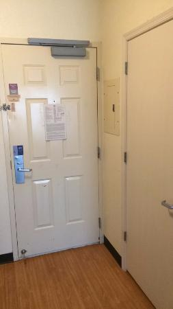 Candlewood Suites   Nanuet: Entrance. Closet On Right.