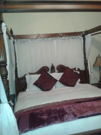 Waterfront Guest House: the bed in the room