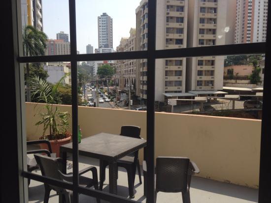 Hotel el Parador: Balcón de la habitación era muy amplio compartido con otras 4 habitaciones.
