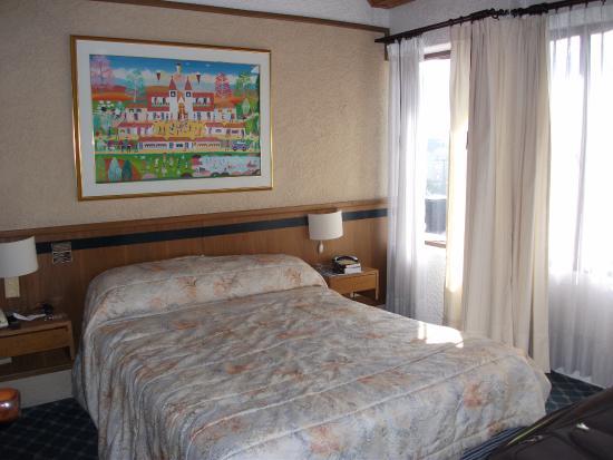 Suites Real 85: la chambre et son lit
