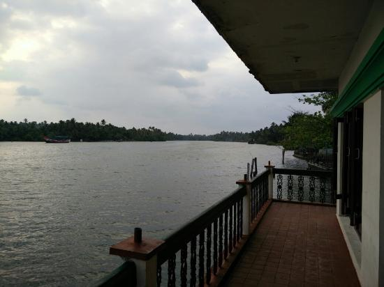 This  resorts is maintained by Kerala tourism department