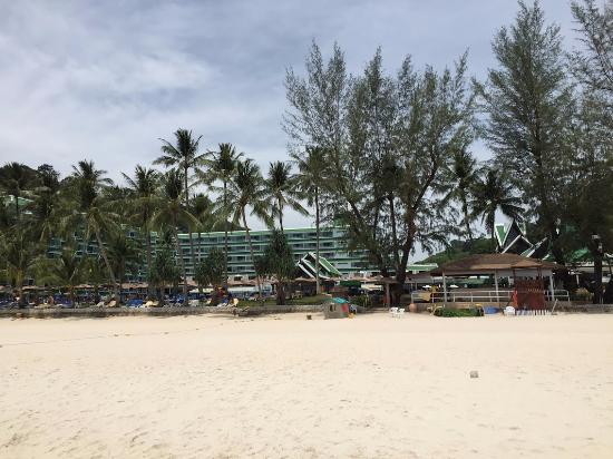 Le Meridien Phuket Beach Resort: View from the beach back to hotel