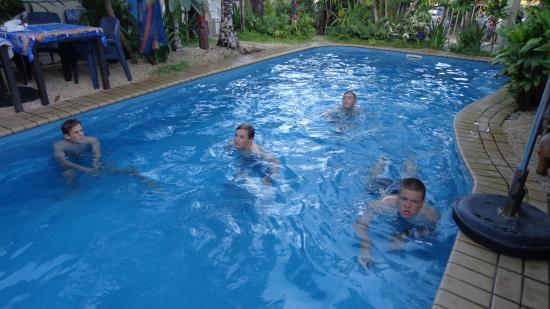 Traveller's Budget Motel: Cool swims after a hard days work