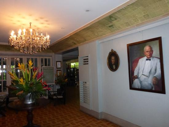 Casa Roces : A Lovely Foyer with a History