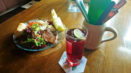 Interlaken - The 3 Tells Irish Pub in Matten - Fitness salad with steak