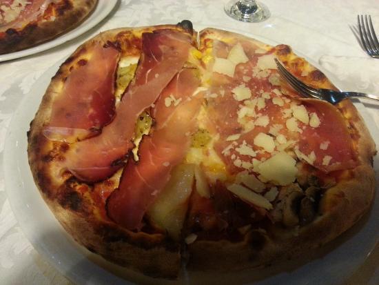 Antica Stazione : Pizza buonissima, locale molto pulito, camerieri gentilissimi. Unica pecca ?? Un cane in sala se