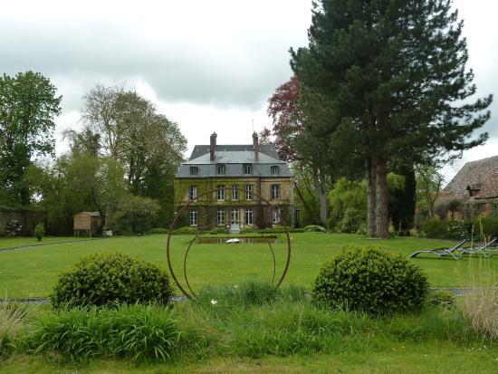 Vue depuis le jardin principal photo de chateau les for Jardin principal location