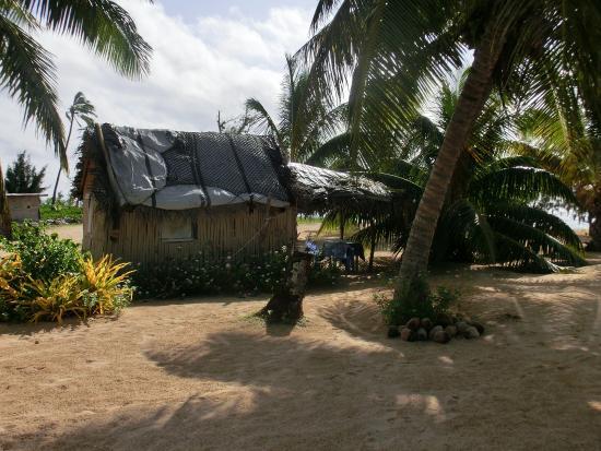Uoleva Island, ตองกา: Fale