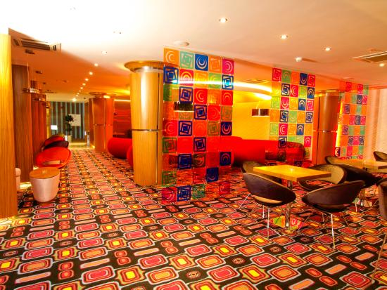 Grand Nur Plaza Hotel and Conf Centre: Lounge Bar