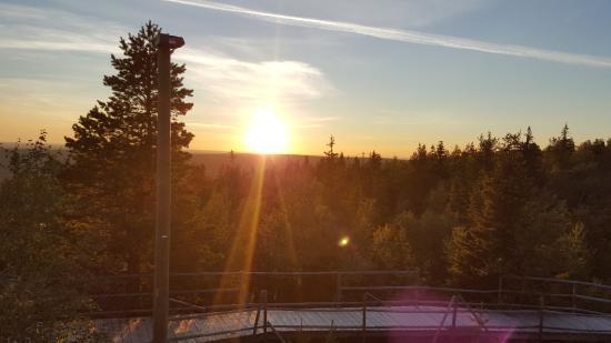 Iso-Syote, Φινλανδία: SOnnenuntergang hinter dem Hotel
