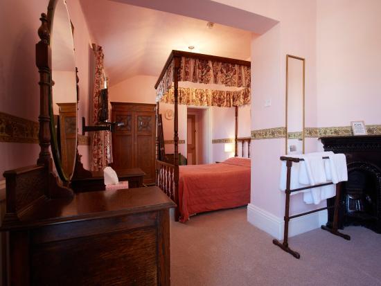 Fourposter Lodge: Room 8