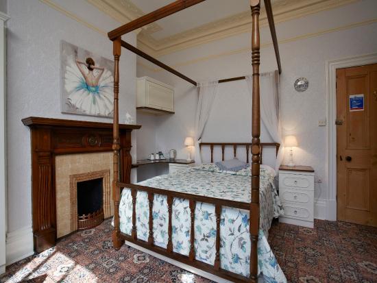 Fourposter Lodge: Room 6