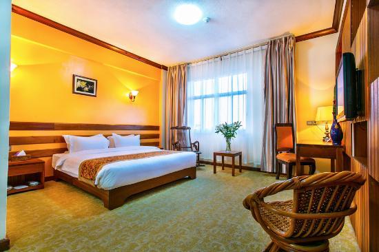 Eastland Hotel: business suite