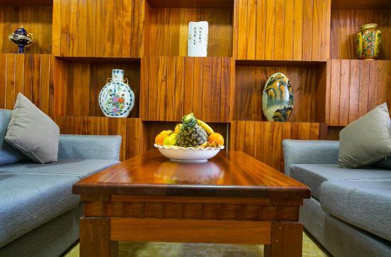 Eastland Hotel: business suite 2