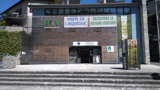 Entrée de l'Office de Tourisme de Saint-Nazaire-en-Royans