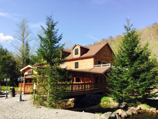 Elk Springs Resort: LARGEST FLY SHOP IN WEST VIRGINIA