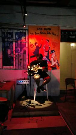 Sanya Backpackers: karaoke