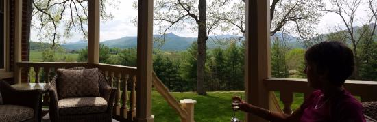 Sperryville, VA: Wine on the porch